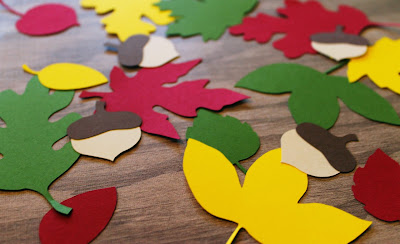 http://www.tiffzippy.com/leaves-and-acorns-thanksgiving-confetti-decor/