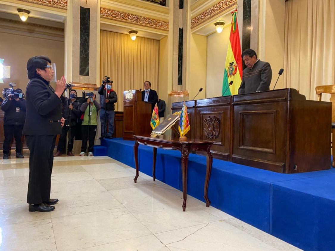 Chuquimia jurando al cargo, luego de seis años, ante Choquehuanca / ABI