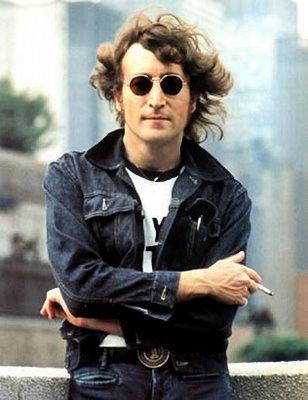 Foto de John Lennon al aire libre