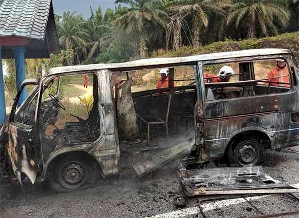 Van sekolah terbakar, pemandu dan 10 murid selamat