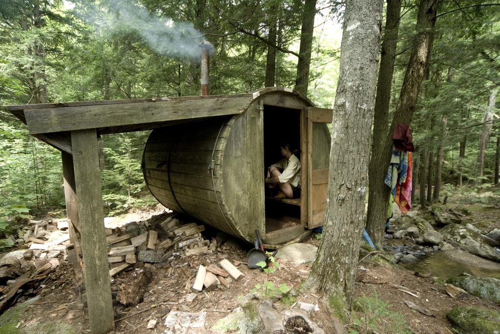 Autoconstrucci n ensamblando maderas - Como hacer una cabana de madera ...