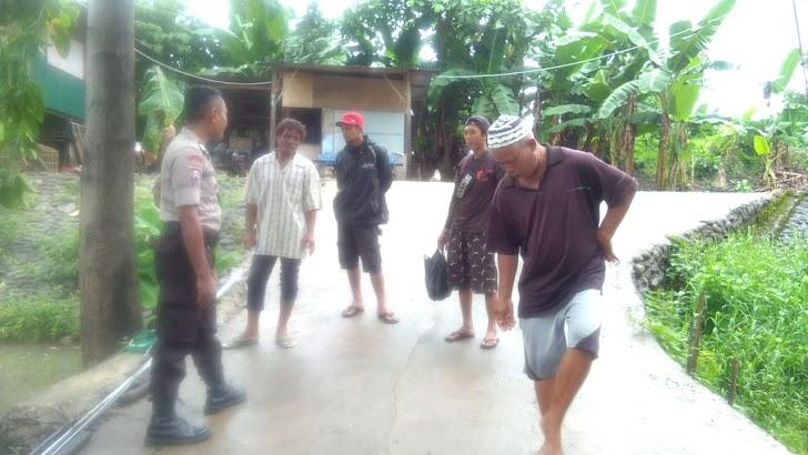 Bhabinkamtibmas Polres Gowa Lakukan Patroli Dialogis Dengan Warga Sekitar Sungai Je'neberang