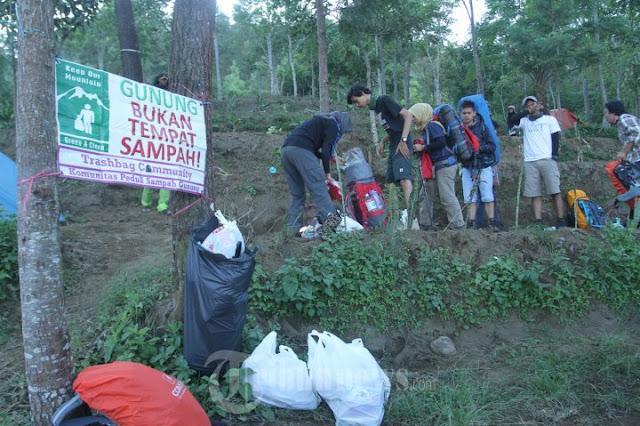 8. Jangan Membuang Sampah Di Gunung