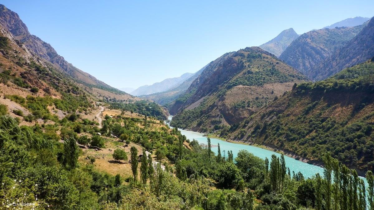 вода Пскема и вершина Айнаташ
