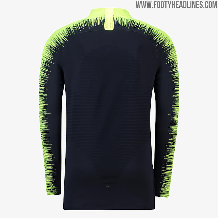 006c4ba7214 This image shows the eye-catching Manchester City 2018-2019 Nike training  top.