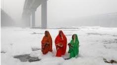 দিল্লীতে যমুনার জলে মোটা ফেনার আস্তরণ, খবর ছড়ালো বিশ্বে