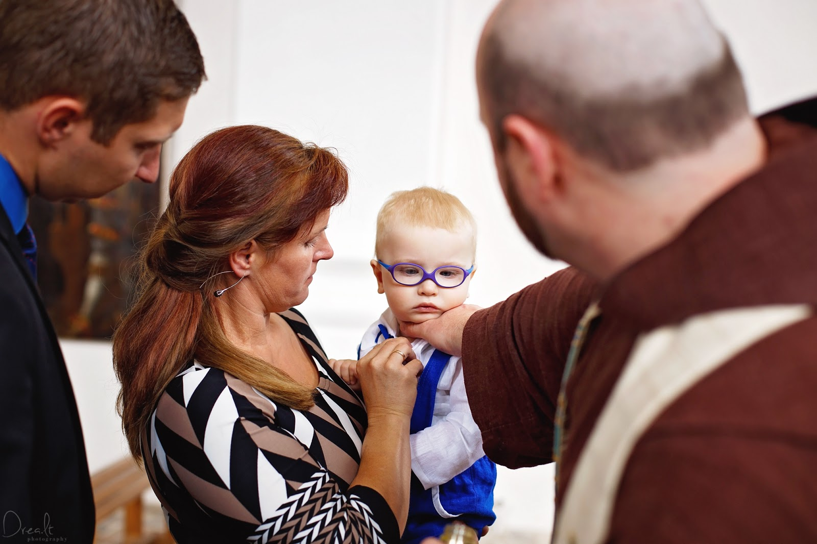 Krikštynų ceremonija bažnyčioje