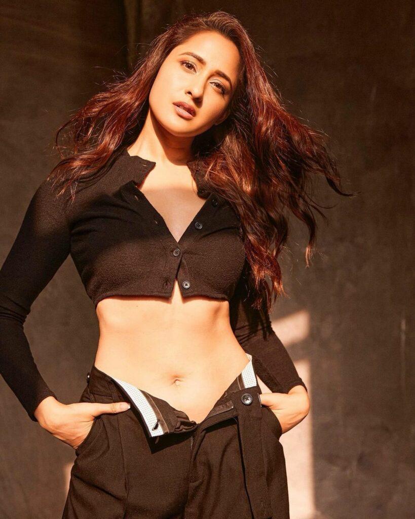 Actress Gossips: Pragya Jaiswal Sensuous Poses In Unbuttoned Pants