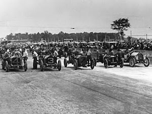 http://www.popularmechanics.com/cars/news/vintage-speed/who-won-the-first-indy-500-we-still-dont-know