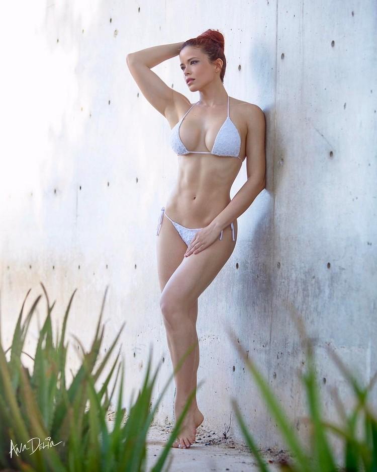 fitness model Ana Delia De Iturrondo