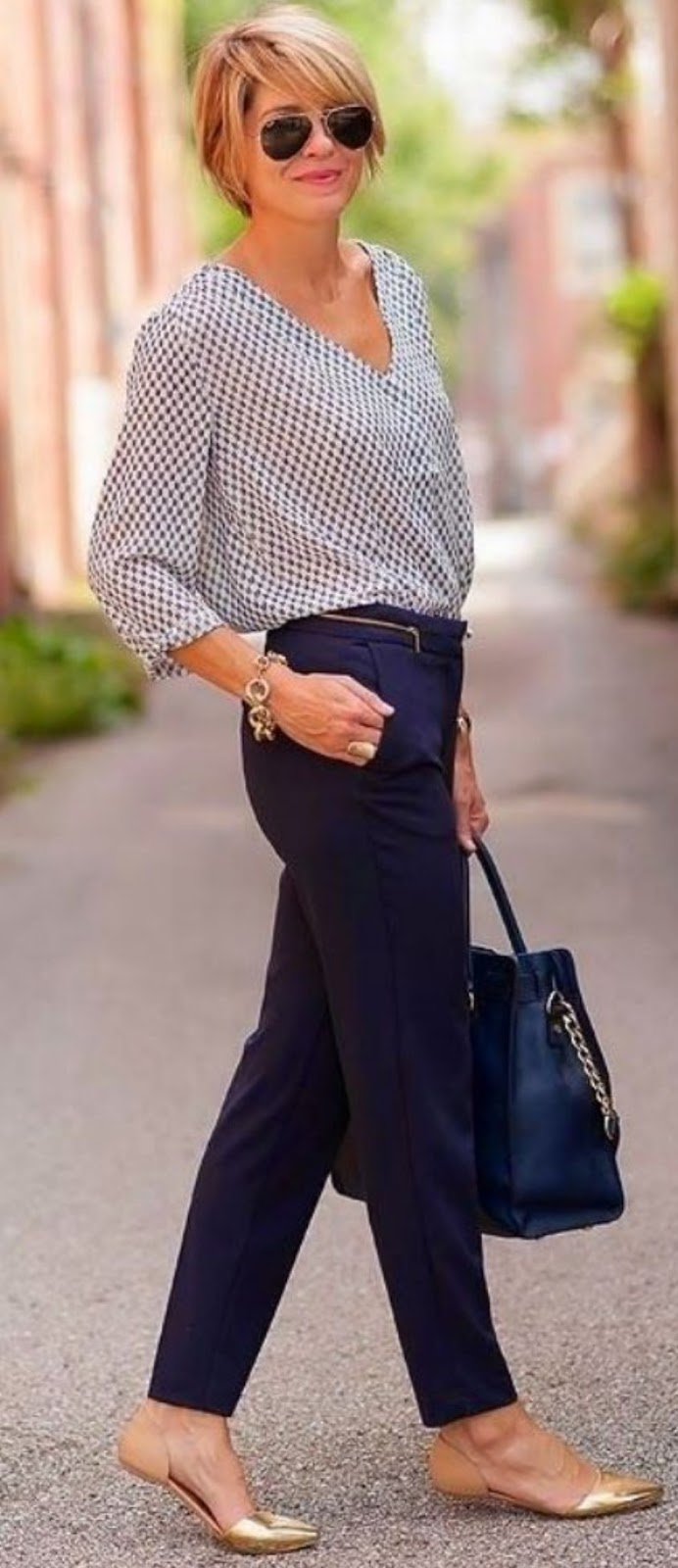 office style addiction / printed blouse + bag + pants + gold shoes