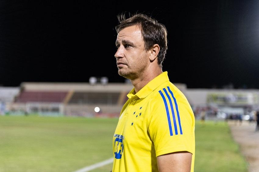 Felipe Conceição não resiste à eliminação na Copa do Brasil e é demitido pelo Cruzeiro