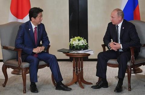 A japán vezetés kijelentései eltorzítják Putyin és Abe megállapodásait a kétoldalú békeszerződésről