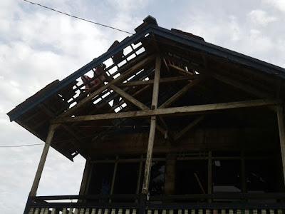 Puting Beling Hamburkan Atap Rumah Warga