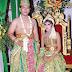 Foto Pernikahan Ayah dan Bunda Mengenakan Pakaian Adat Jawa Dodotan
