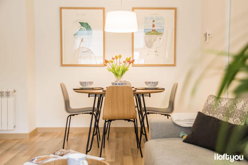 Conjunto de mesas y sillas de comedor con patas de horquilla