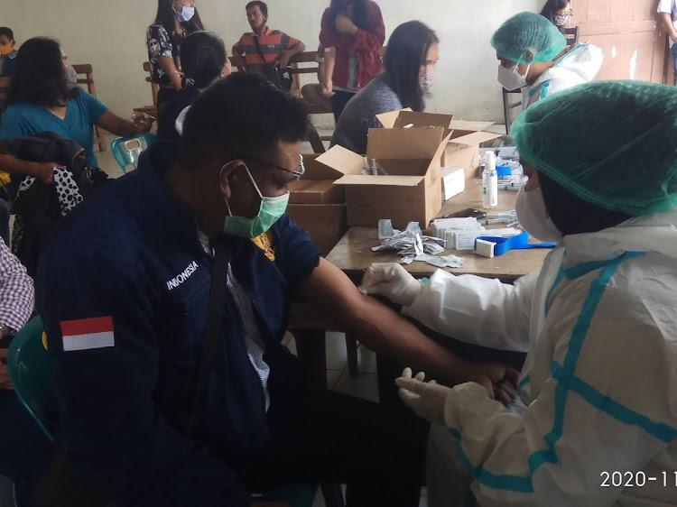 KPU Kabupaten Simalungun Lakukan Rapid Test  kepada 611 Orang Penyelenggara Pilbup Simalungun di Dolok Panribuan