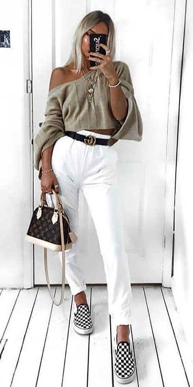 Looking for casual winter outfits? Consider these 23 Fabulous Winter Outfits To Get You Through The Season with Style. Fashion for Women via higiggle.com | winter casual look with jeans & knit | #winter #fashion #sweater