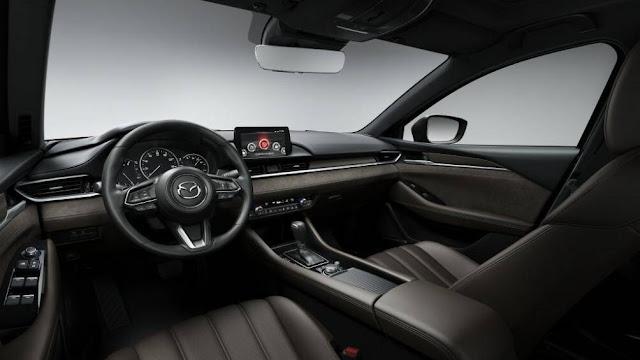 Nội thất sang trọng trên Mazda6 2020 vẫn chủ đạo với màu đen truyền thống.