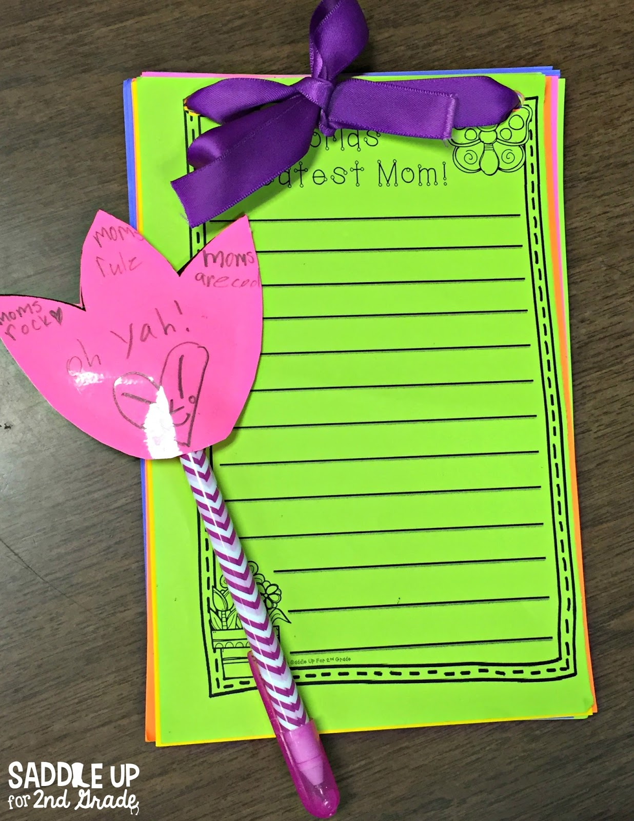 Are you looking for a fun and easy idea for Mother's Day in your classroom? You kids will love making these notepads to give to their favorite loved one.