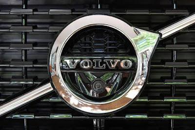 Volvo e FedEx testam tecnologia de comboio de caminhões nos EUA