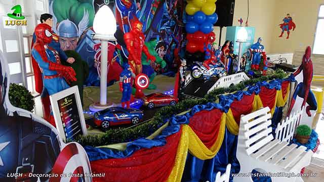 Decoração de mesa de tecido com Super Heróis