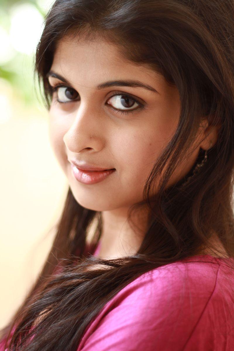 Vallinam Heroine Mrudula Basker Hot Photos Gallery Tamil Cinema News Updates website