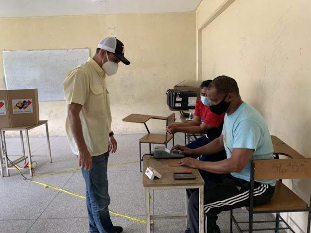 CHINVERGUENCHA   Henrique Capriles participó en el simulacro de elecciones fraudulentas de Maduro