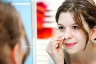 Understand the Benzoyl Peroxide Side Effects for Acne