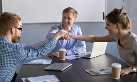 Pengertian, Aspek, Indikator dan Cara Meningkatkan Semangat Kerja