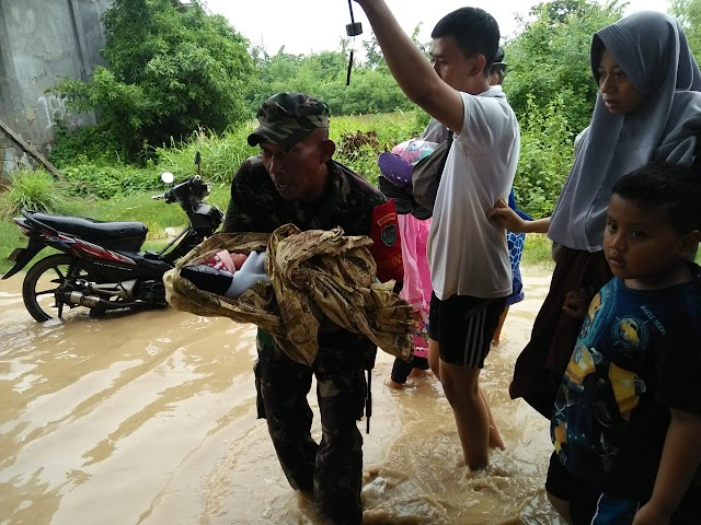 Bupati Karawang Bersama Dandim & Kapolres Pantau Bencana Banjir di Cilamaya
