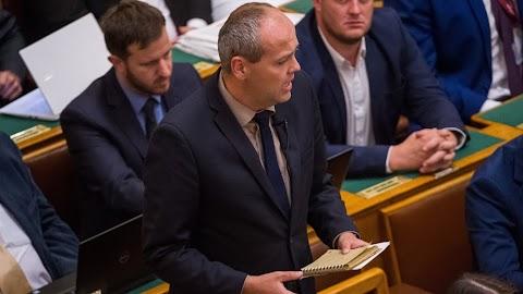 Jobbik: háromszáz hektár felett ne járjon területalapú támogatás!