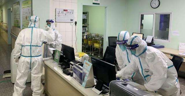 أكبر مختبر لإجراء تحاليل كورونا في بريطانيا يتعرض لموجة تفشي الفيروس