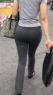 Linda señora pantalones apretados tanga marcada