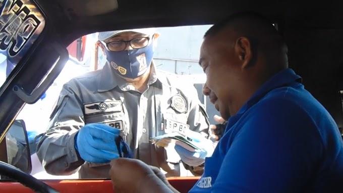 Wabup Jember Turun Ke Jalan Bagikan Masker Dan  Beri Panduan  Keselamatan Berjalan