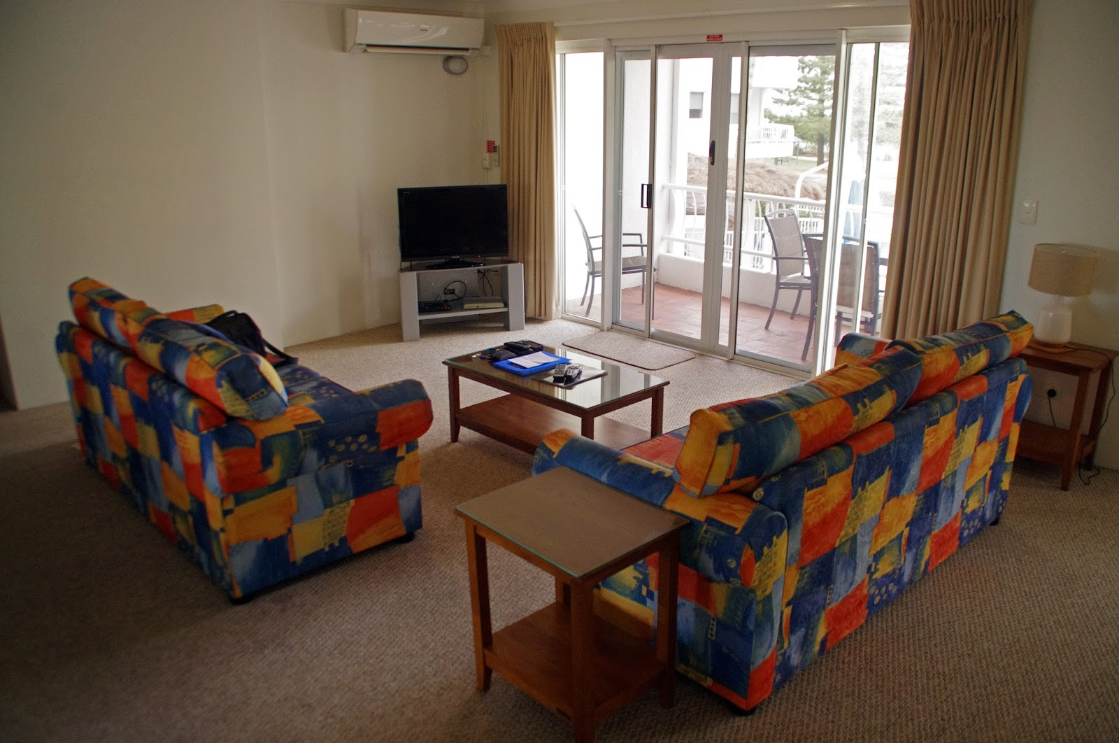 Le beach Apartments Burleigh Heads Lounge Room
