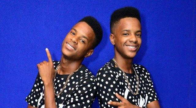 The-Twins-Olha-O-Natal