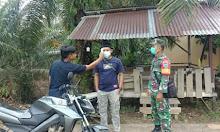 Babinsa Desa Laman Bukit Pantau Posko Relawan COVID-19