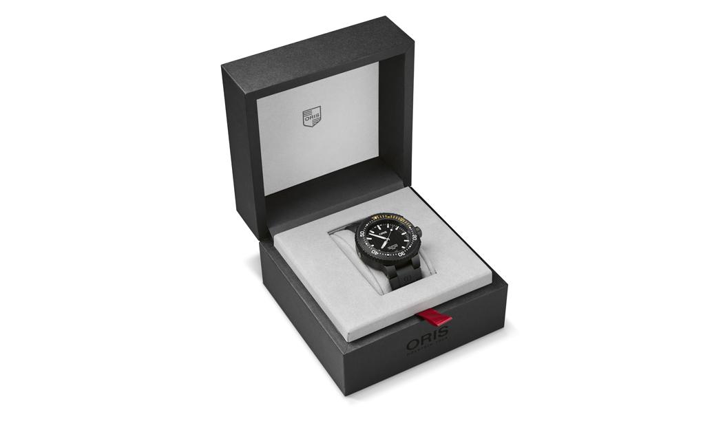"""دار الساعات """"Oris """" السويسرية تطرح ساعة AquisPro Date الرياضية"""