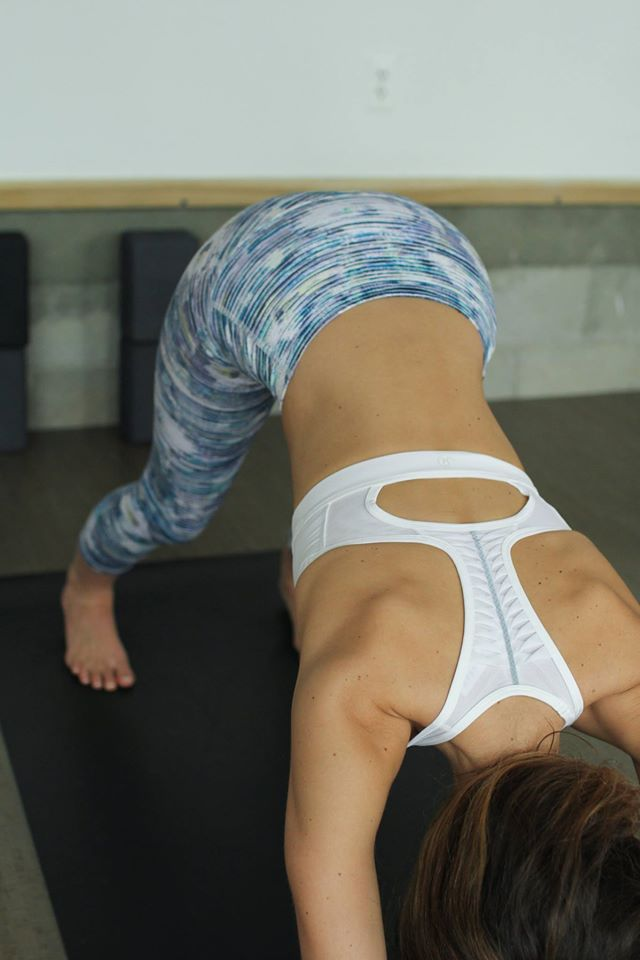lululemon making-moves-bra blurry-belle-wunder-under