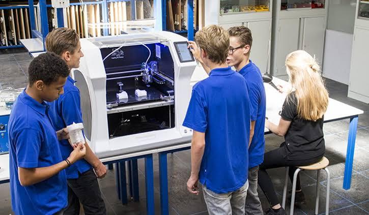 komputer pengertian arsitektur produk prototype industri inkjet 3d printed pencetak cetak mesin teknologi mencetak bangunan konstruksi tiga dimensi Printer 3D : Pengertian, Manfaat, Cara Penerapannya, Kelebihan dan Kekurangan 18 Manfaat dan Kegunaan Printer 3D di Berbagai Bidang dan Konsep