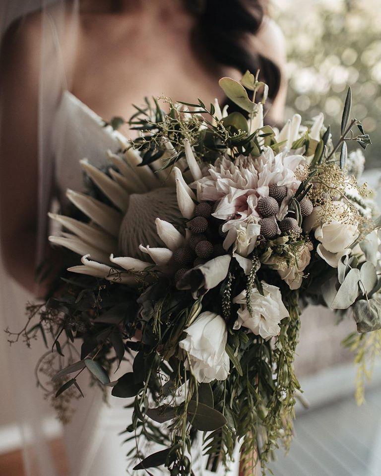sarah godenzi photography  wedding photography wedding floral designer flowers installation arbour