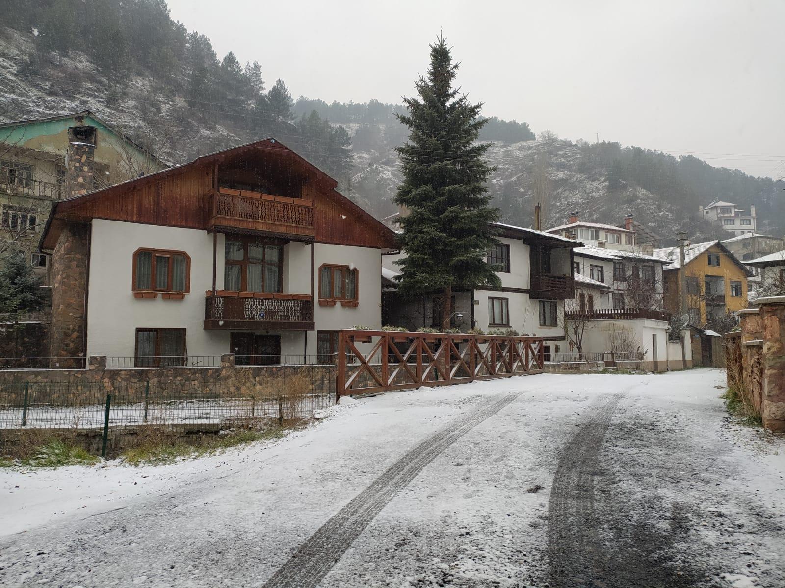 Mudurnu'ya mevsimin ilk karı yağdı