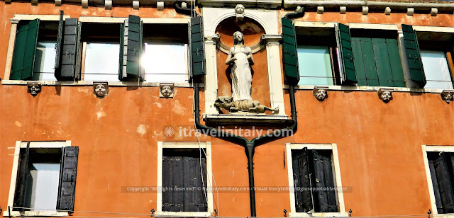"Campo Santa Margherita Copyright ""All rights reserved"" © By itravelinitaly.com - Visual Storytelling @giuseppebaldassarri ."