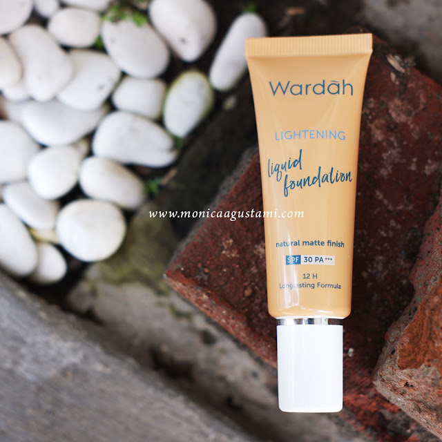Review Wardah Lightening Liquid Foundation