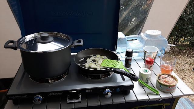 Kochen unter freiem Himmel - Campingküche - Outdoorküche