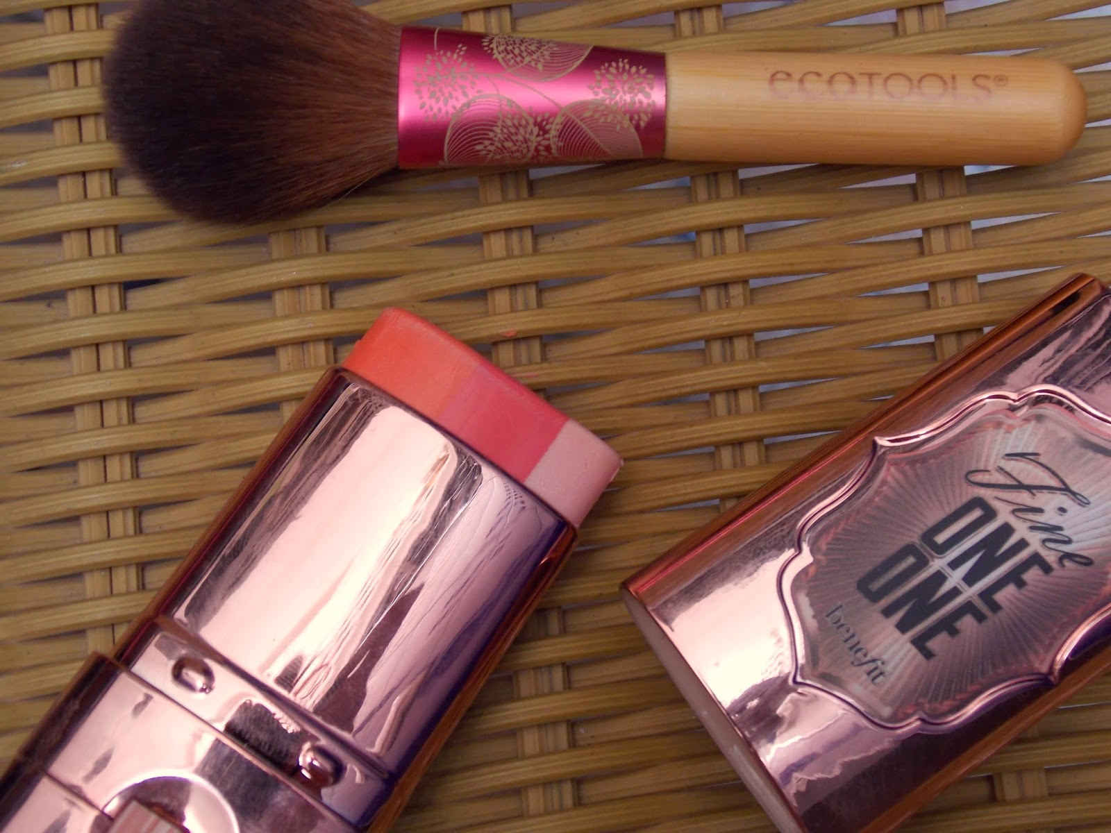 Beauty, Real Techniques Blush Brush, Sleek Blush Pomegranate, MUA Undress your Skin Highlighter, Benefit Coralista, Benefit Fine One One, Spring Blushes, Spring Make Up Look,