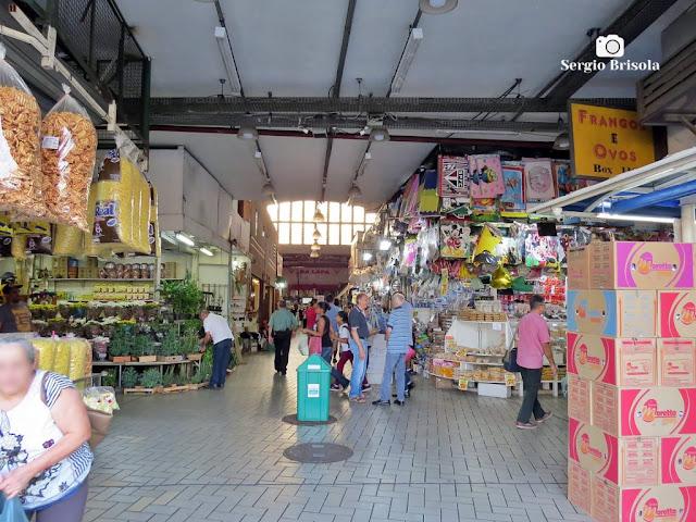Vista do interior (parte) do Mercado Municipal da Lapa - São Paulo