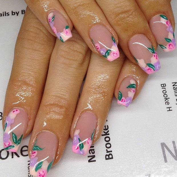 uñas decoradas con flores pintadas