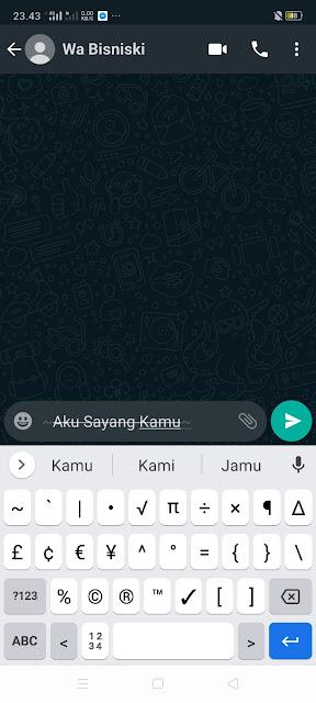 Cara Desain Tulisan Chat Garis Tengah di WhatsApp